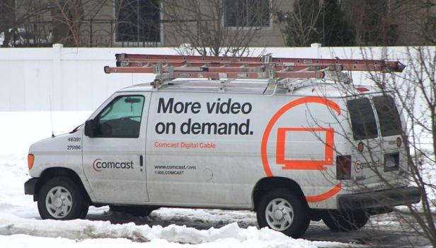800px-Comcast_service_van (1)