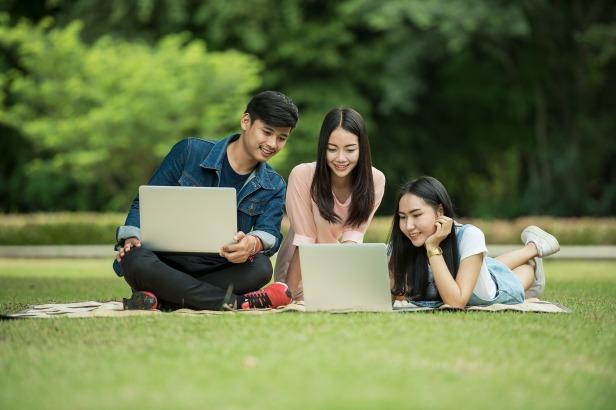 students-1807505_1920