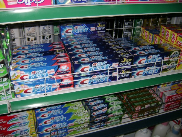 toothpaste-272505_1920.jpg